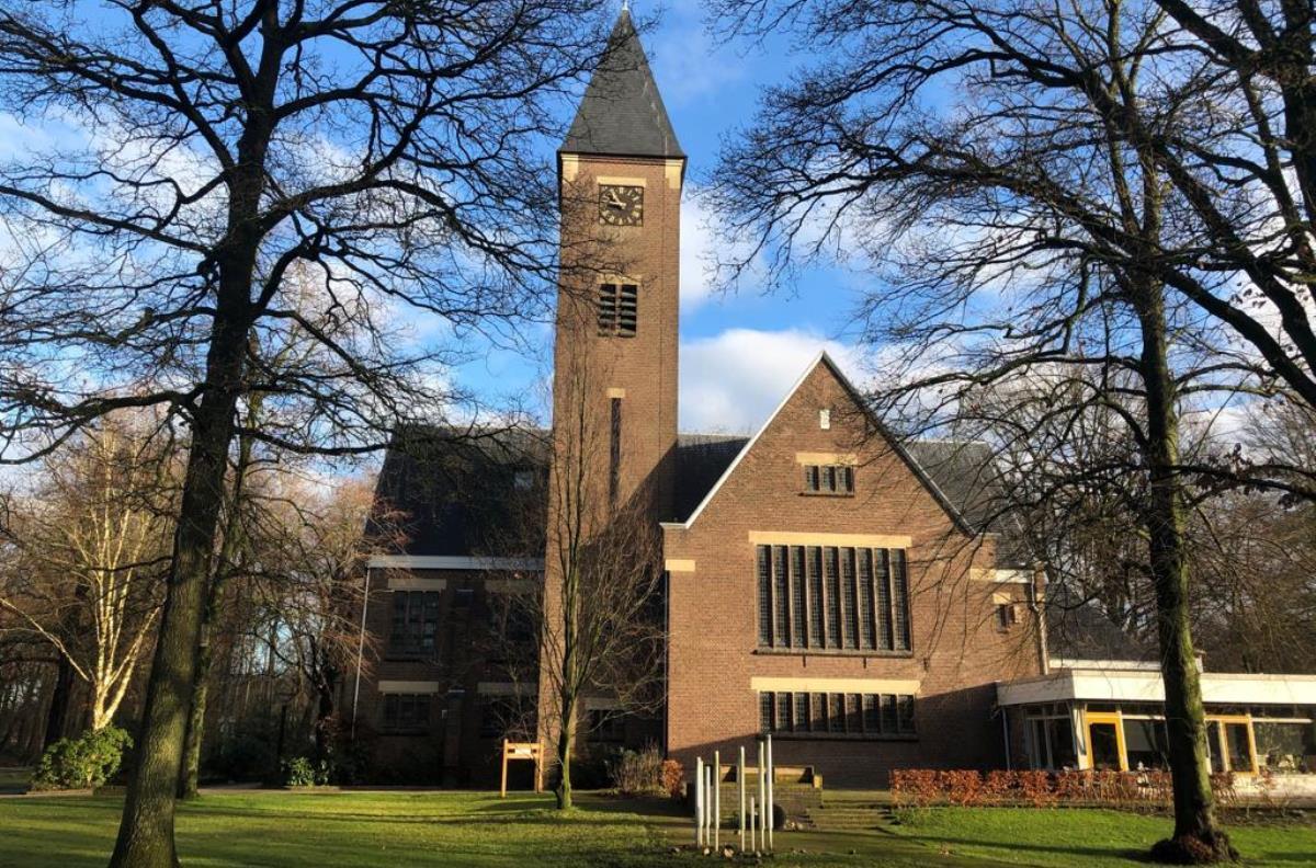 Slangenkamp-2-4-Opstandingskerk.jpg